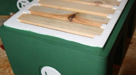 Unsere Begattungskästen werden in grün gestrichen, dieses ist bereits fertig montiert und einsatzbereit