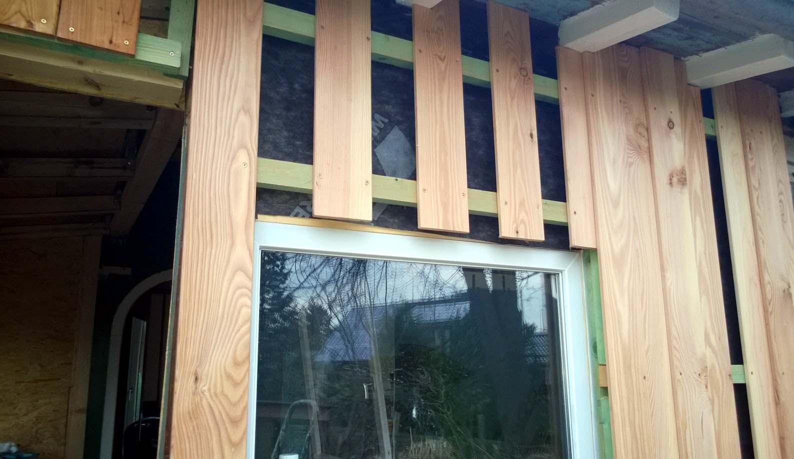 l rchenholz verschalung an der ostseite montiert imkerei bad oldesloe. Black Bedroom Furniture Sets. Home Design Ideas