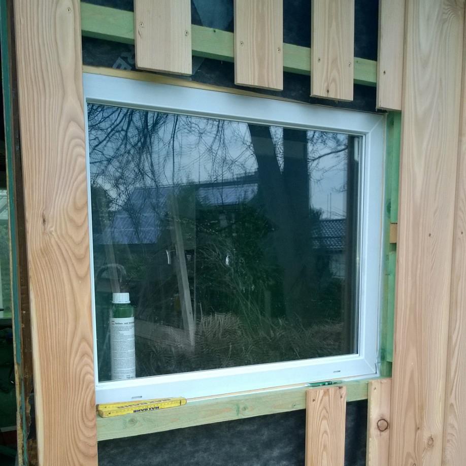 Fenster Putzen Bad Oldesloe :  Verschalung an der Ostseite montiert  Imkerei Bad Oldesloe